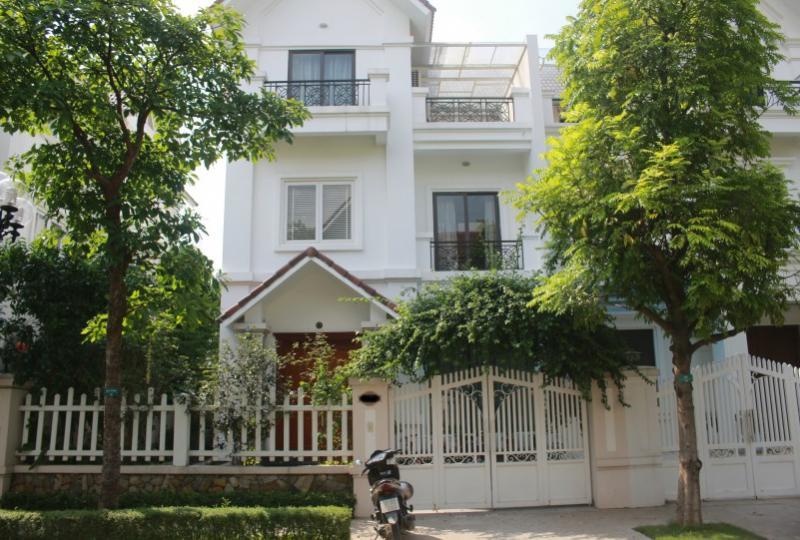 Vinhomes Riverside Long Bien house for rent next to Almaz
