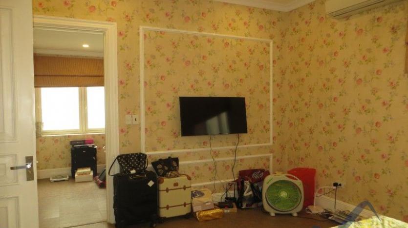 vinhomes-riverside-long-bien-villa-for-rent-fully-furnished-nice-garden-11