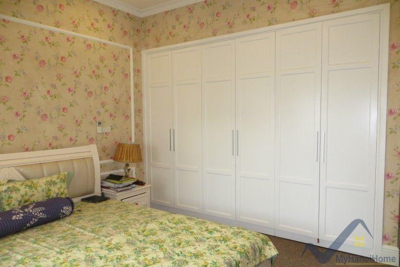 Vinhomes Riverside Long Bien villa for rent, fully furnished, nice garden