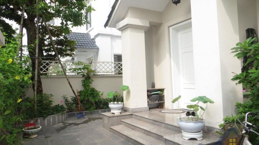vinhomes-riverside-long-bien-villa-for-rent-fully-furnished-nice-garden-2