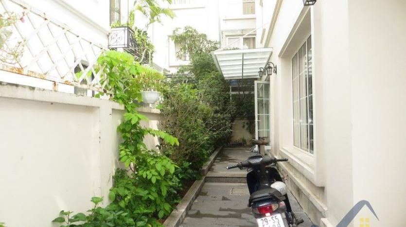 vinhomes-riverside-long-bien-villa-for-rent-fully-furnished-nice-garden-3