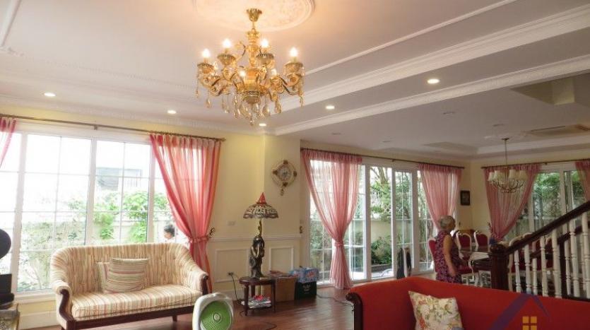 vinhomes-riverside-long-bien-villa-for-rent-fully-furnished-nice-garden-4