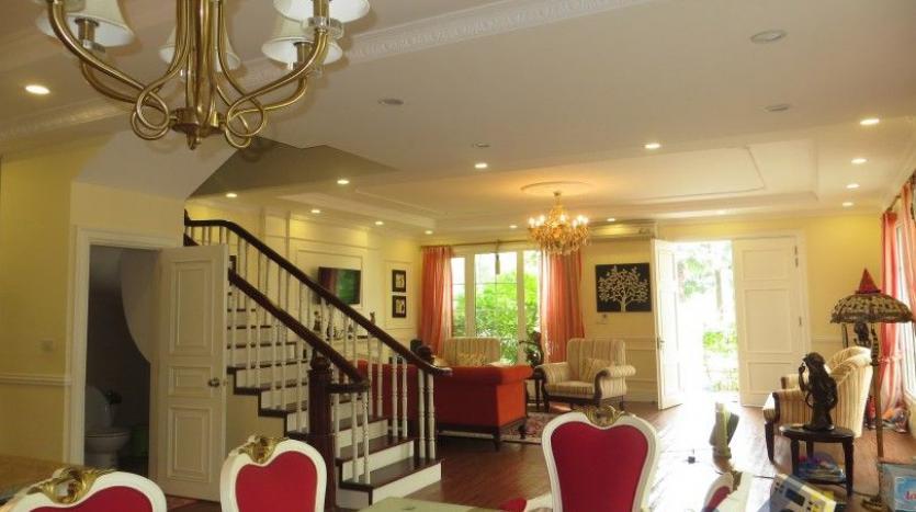 vinhomes-riverside-long-bien-villa-for-rent-fully-furnished-nice-garden-5