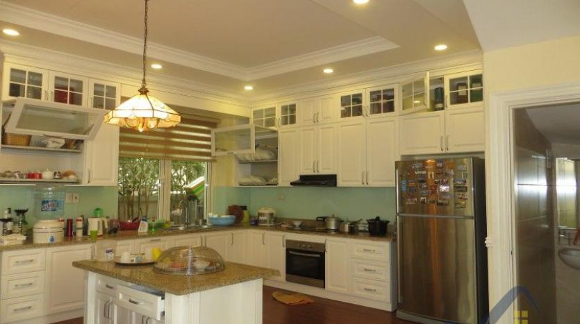 vinhomes-riverside-long-bien-villa-for-rent-fully-furnished-nice-garden-6