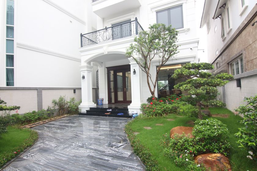 Vinhomes Riverside unfurnished villa to rent with river view