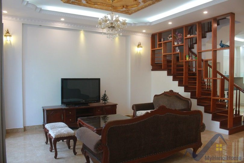 Vinhomes Riverside villa 3 bedrooms with furnished and front yard