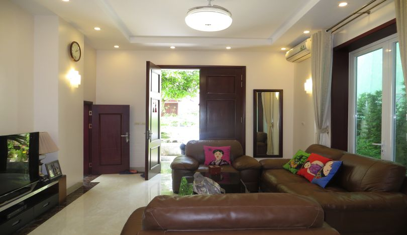 Vinhomes Riverside villa to rent, furnished 4 bedrooms