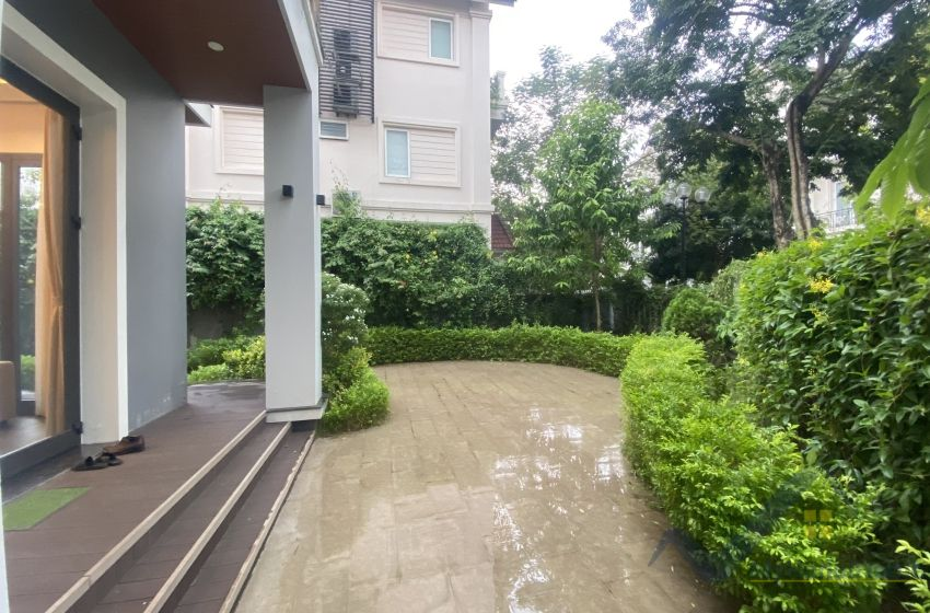 Vinhomes Riverside villa with 4 bedrooms rental comes with furnished
