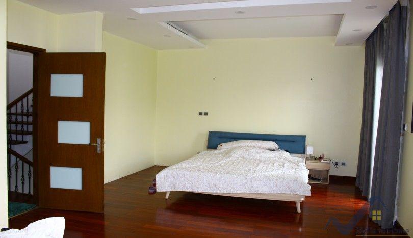 Vinhomes Riverside villa with furnished green garden 03 bedrooms