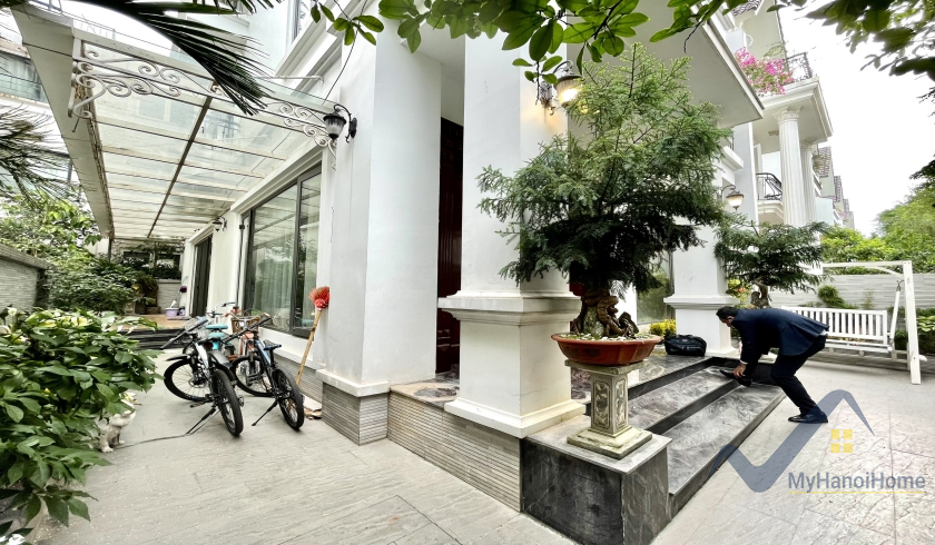 Vinhomes Riverside villa with unfurnished, 4 bedrooms rental