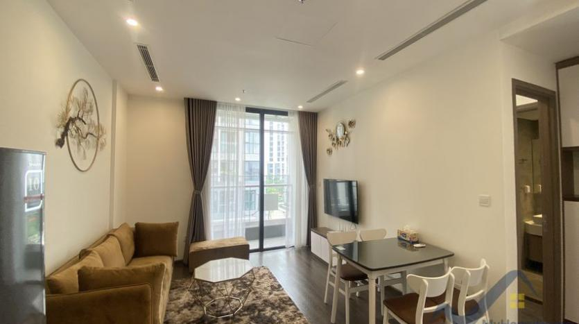 vinhomes-symphony-apartment-with-2bed-2bath-for-rent-2