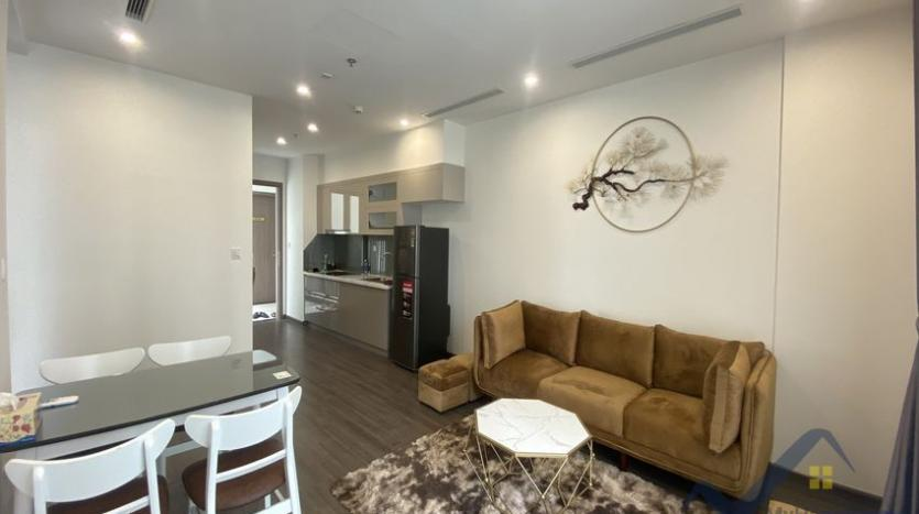vinhomes-symphony-apartment-with-2bed-2bath-for-rent-3