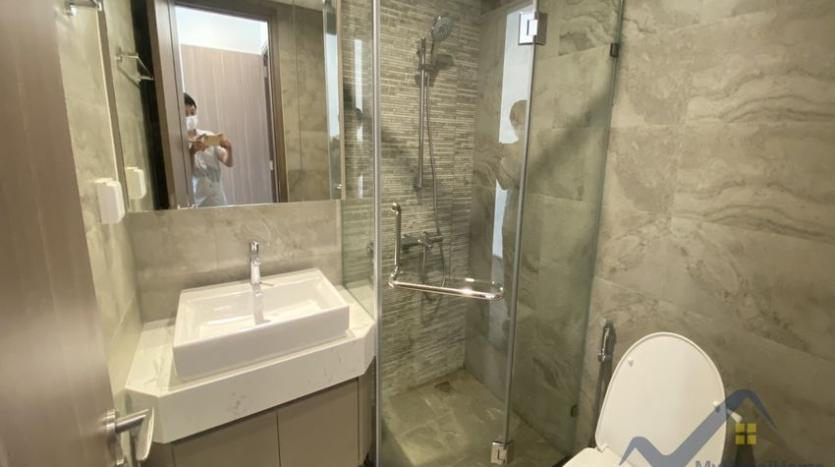 vinhomes-symphony-apartment-with-2bed-2bath-for-rent-5