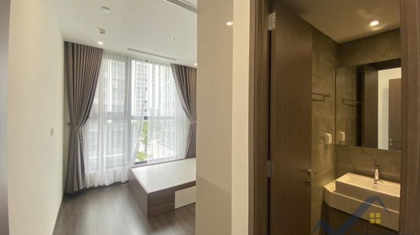 vinhomes-symphony-apartment-with-2bed-2bath-for-rent-7