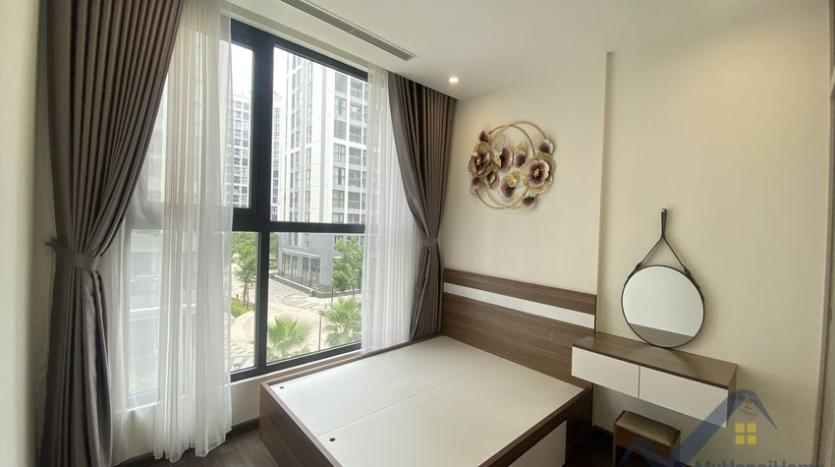 vinhomes-symphony-apartment-with-2bed-2bath-for-rent-8