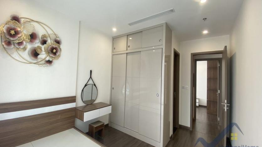 vinhomes-symphony-apartment-with-2bed-2bath-for-rent-9