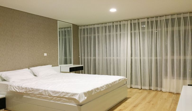 Watermark Hanoi apartment for rent with 2 beds 2 baths, lake view