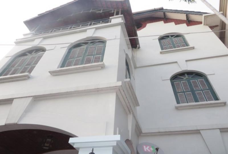 Well designed house for rent in Tay Ho, almost furnished