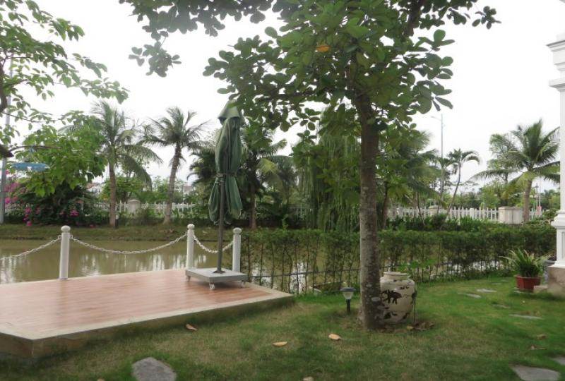 Well location villa to rent in Vinhomes Riverside, private lift