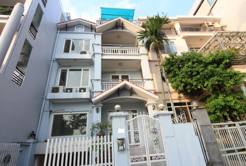 Westlake house in Tay Ho for rent with car parking