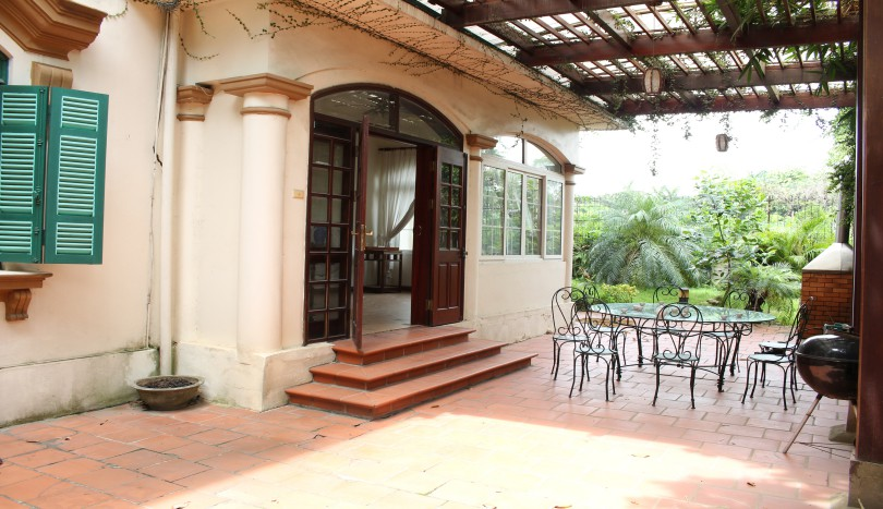 Westlake Tay Ho house for rent with garden 5 beds large terrace