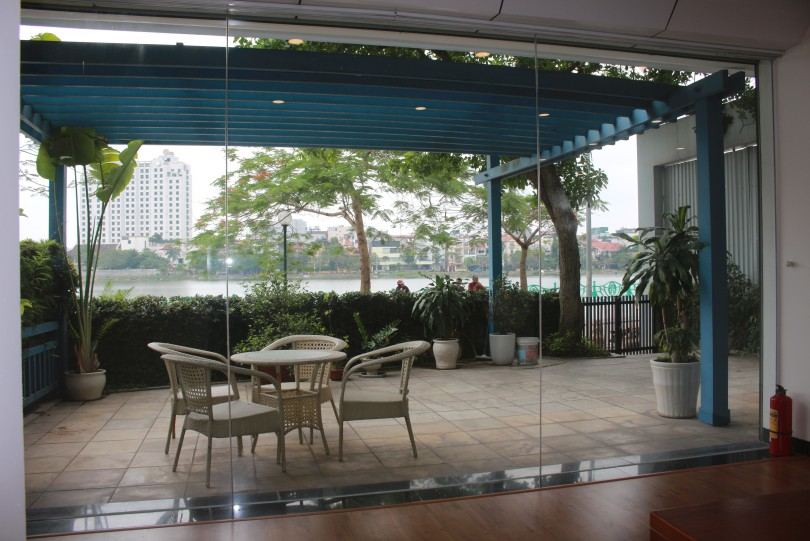 Westlake view 2 bedroom apartment in Tay Ho Quang An street