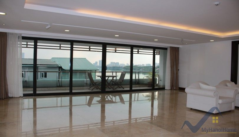 Westlake view apartment in Xuan Dieu Tay Ho 3 beds 3 baths