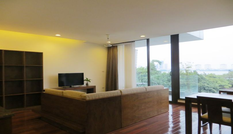 Xom Chua 2 bedroom apartment for rent in Tay Ho, bathtub